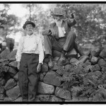 Two veterans reminisce at the Gettysburg reunion, 1913 (Library of Congress)